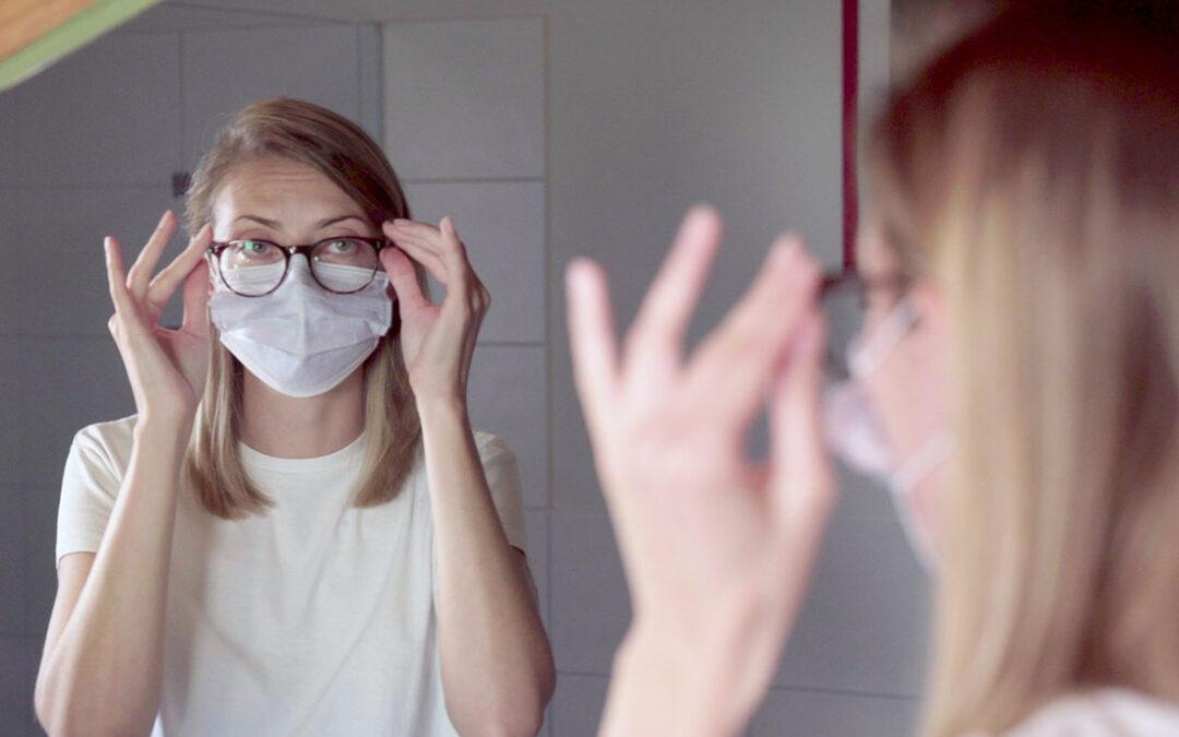 Mundschutz und Brille – so funktioniert es besser