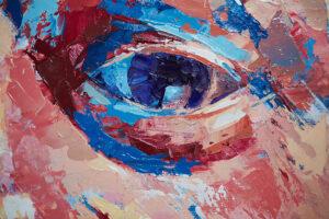 Abstrakte Ölzeichnung eines Auges auf Leinwand. Die Iris ist Blau. Rund um das Auge wurden ebenfalls wilde blaue Akzente gesetzt.