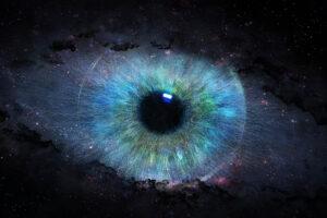 Pupille mit blau, grüner, violeteter Iris dargestellt im schwarzen Weltall.