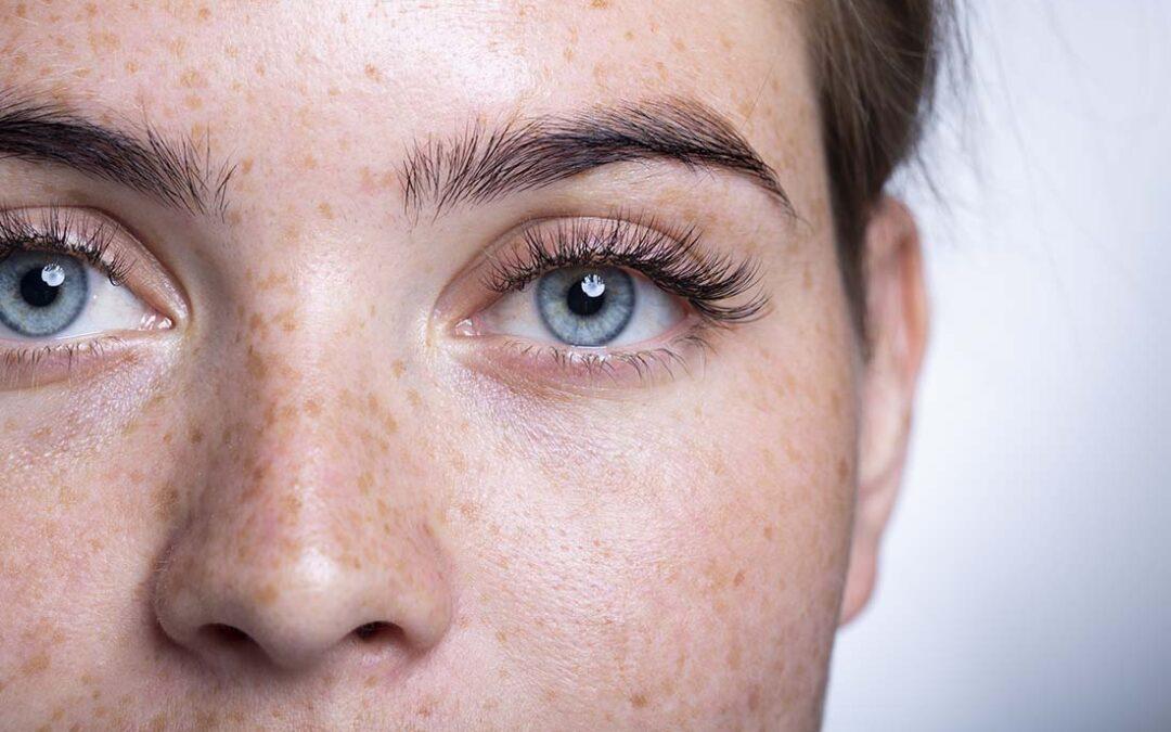 Der Blick durch engelsblaue Augen