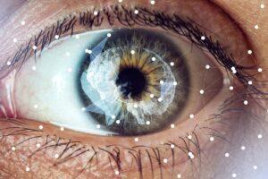 In einem Auge sind reflektierend Sehnerven und das Gehirn dargestellt.